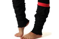 leg warmers in black/coral color